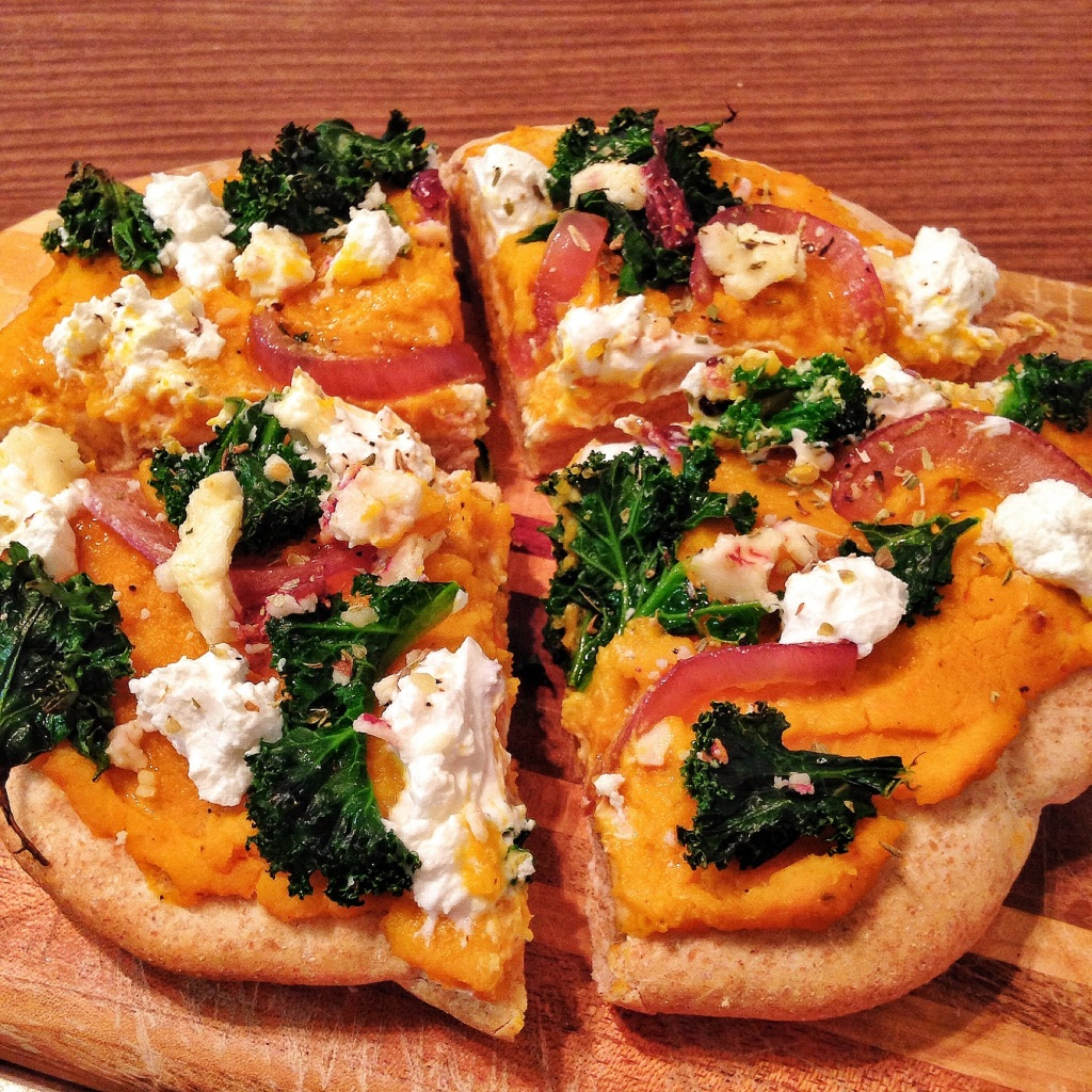 Healthy Dinners: Yum! Butternut squash, kale, and goats cheese pizza. So good with the butternut squash as the sauce!